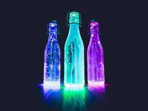 Si quieres deletrear tu sed en climas cálidos, las botellas de agua congeladas harán el trabajo.