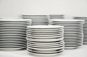 When packing fragile and valuable items for long distance move, look after the plates