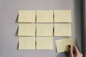last-minute moving tips- sticky notes