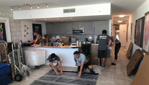 Expert residential moving crews in Miami, Packing the kitchen stress-free