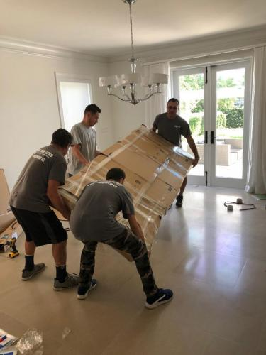 Highly-trained moving professionals Miami.
